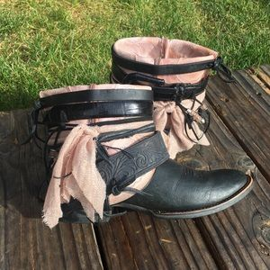 Ariat Shoes - Black & Pink Cowgirl Boots Cowboy Boots Sz 8